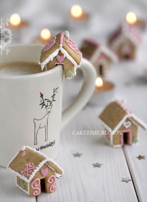 mini cup sized gingerbread houses