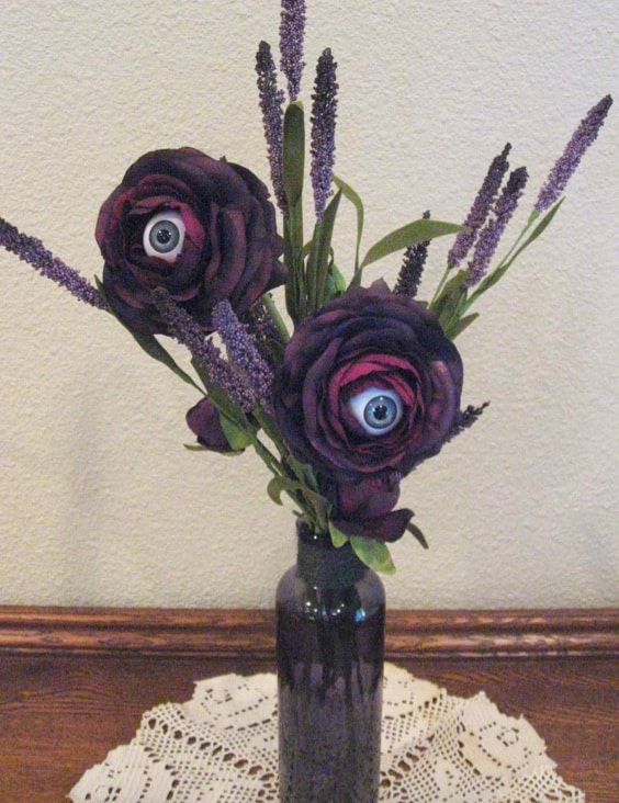 10 Spookily Different Halloween Wreaths